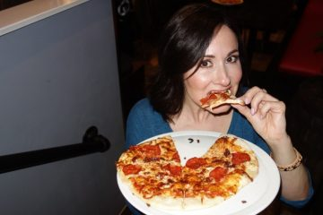 Laura Bilotta hosts Singles Pizza Making Night at Basso Pizzeria